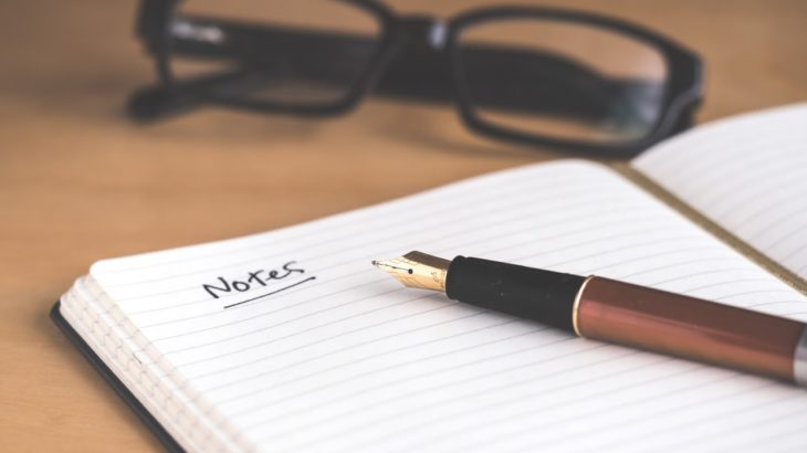 ノートとペンと眼鏡